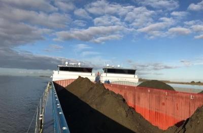 GBN en Transito transporteren zand en grond van België naar Nederland
